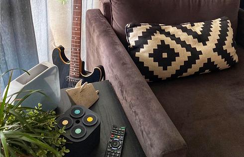 sofa& guitar 1400X900.png