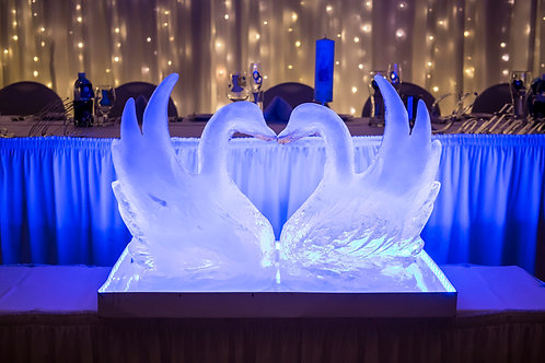 KISSING SWAN ICE SCULPTURE