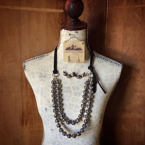 One Of A Kind Cowgirl Pearls Set~ Coming Up Roses