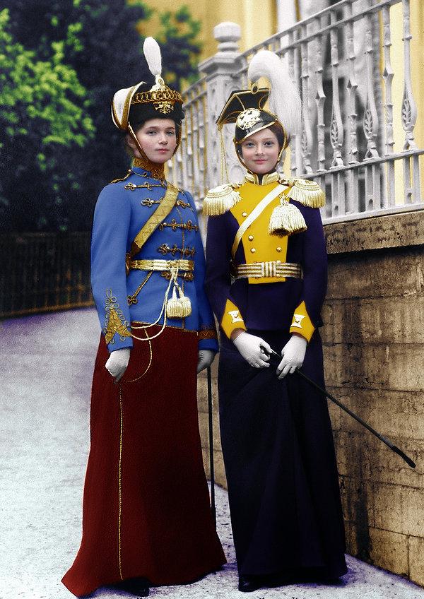 Olga and Tatiana, Aug. 1913, Peterhof, R