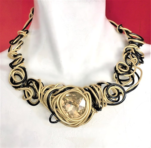 Abstract Free Form Choker