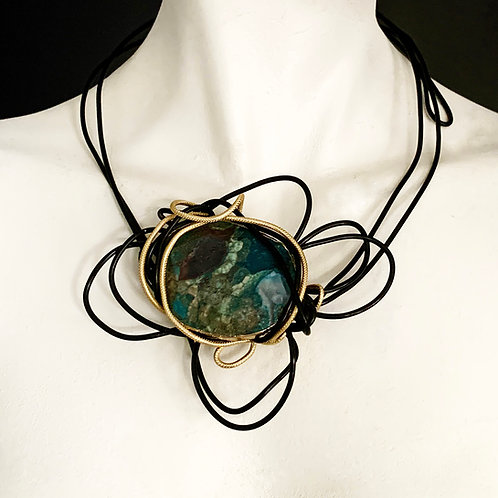 Abstract Agate Wire Choker Necklace