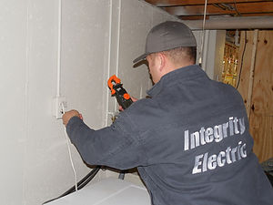Electrician-in-Buffalo-troubleshooting