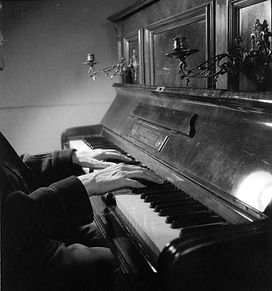 piano, Kurt S, Munich A7-002b.jpg