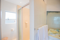 Master En-Suite (Bath & Shower)