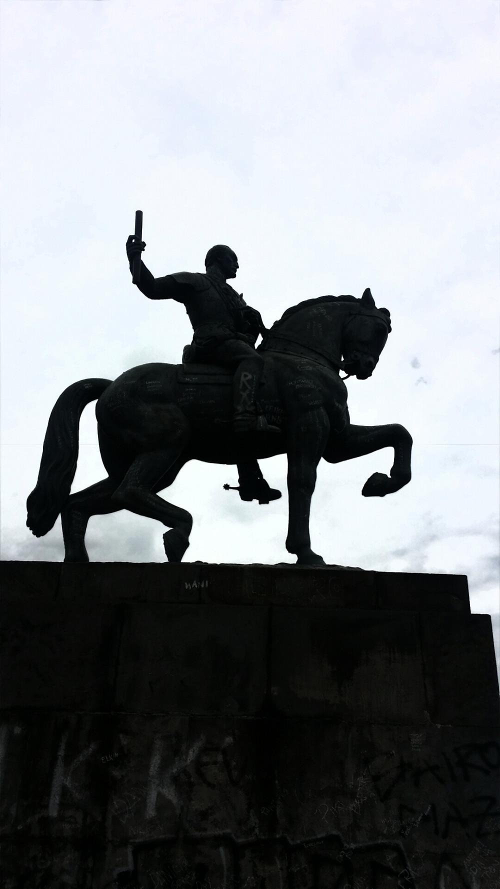 Statue of Simon