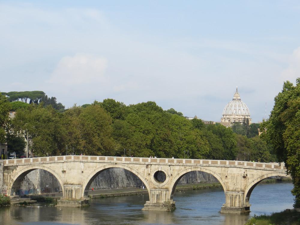 Ponte Sisto Bridge crossing the Tiber