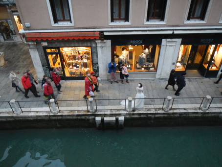 Stay in the heart of Venice's Carnival