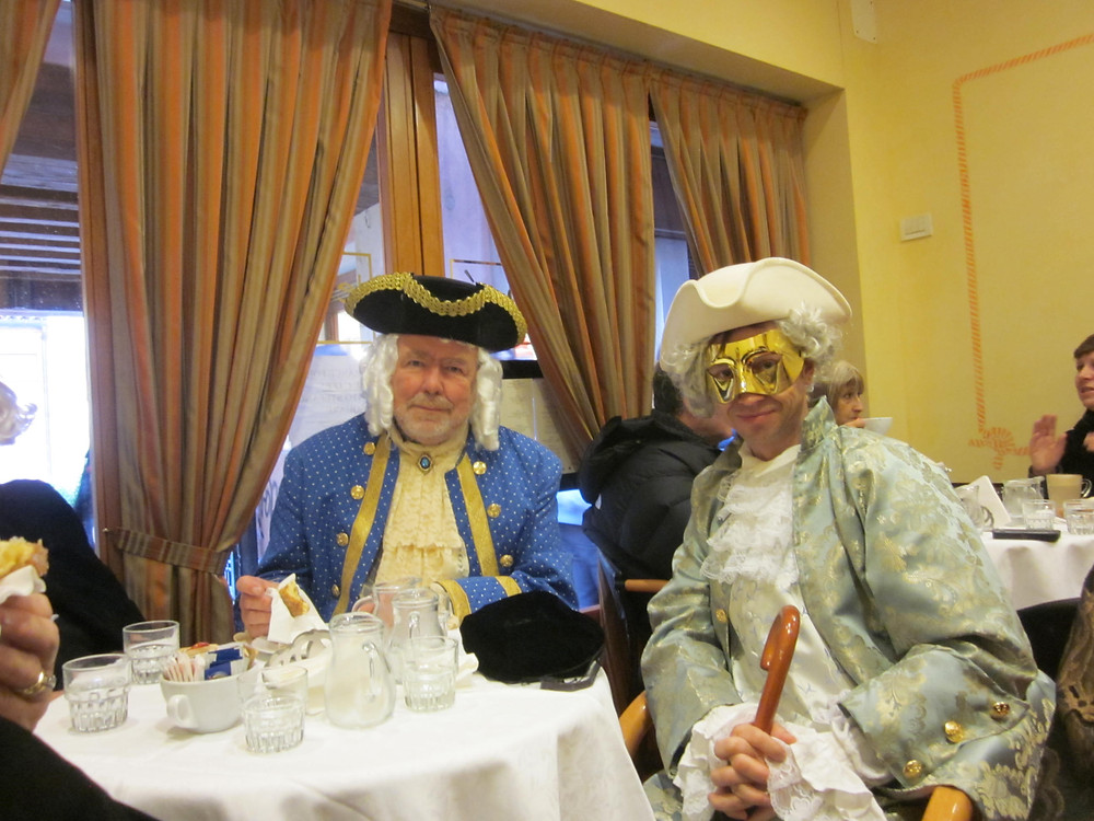 Venice carnival costumes to travel off the beaten path