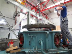 A Voith Technician dis-assembles the Voith Schneider Propeller