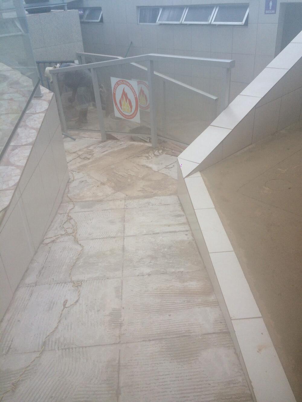 Figura 2 - Rampa de acesso aos banheiros e sauna