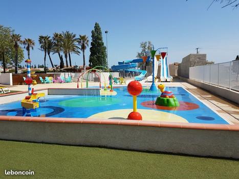 Jeux d'eau pour enfants du parc aquatique