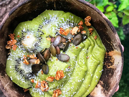 Green Smoothie Bowl from @CookesInTheKitchen