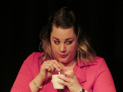 Irene Ham speelt buurvrouw Hennie.