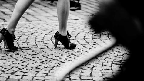 About_Feets_Quirin_Gertz_Lahr_Ortenau_Baden_Württemberg_Streetfotografie_Black_White_Fotografie_Streetart_Monochrome_Fujifilm_X-T2-2.jpg