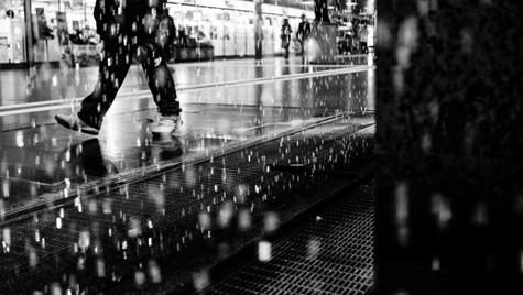 About_Feets_Quirin_Gertz_Lahr_Ortenau_Baden_Württemberg_Streetfotografie_Black_White_Fotografie_Streetart_Monochrome_Fujifilm_X-T2-1.jpg