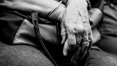 About_Hands_Quirin_Gertz_Lahr_Ortenau_Baden_Württemberg_Streetfotografie_Black_White_Fotografie_Streetart_Monochrome_Fujifilm_X-T2-6.jpg