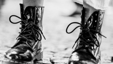 About_Feets_Quirin_Gertz_Lahr_Ortenau_Baden_Württemberg_Streetfotografie_Black_White_Fotografie_Streetart_Monochrome_Fujifilm_X-T2-7.jpg
