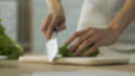videoblocks-female-hands-cutting-lettuce