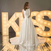 KISS- litere luminoase de inchiriat sedinte foto inedite nunti.Boutique de Litere