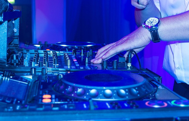 How to Pick a Wedding DJ in 201 8