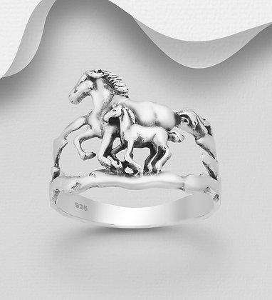 2 Horses Running Ring
