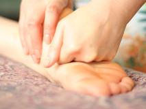 1999-1201-foot massage