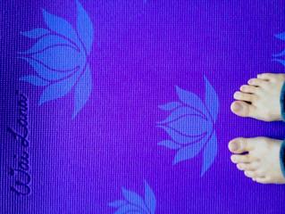 足の指の窮屈感と頭重
