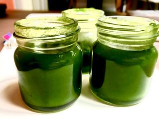 濃い緑色、ローズマリー・クリーム