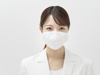 口元が見えない。マスク生活の弊害。