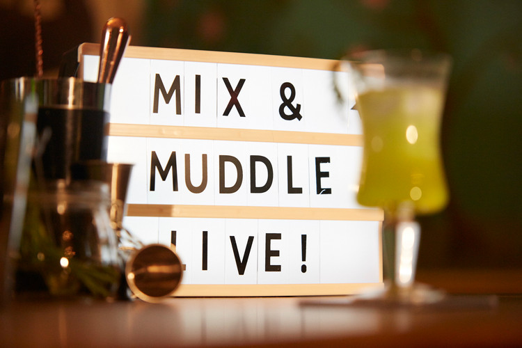 M&M Live lightbox