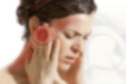 A articulação temporomandibular (ATM) é região onde a mandíbula se articula com o osso temporal do crânio. Disfunção temporomandibular (DTM) refere-se a diversas condições dolorosas e não dolorosas que afetam a ATM, os músculos da mastigação e os componentes dos tecidos adjacentes. São encontrados2 tipos comuns de DTM dolorosa: (1) de origem muscular ou dor gerada no músculo e (2) de origem articular ou gerada na articulação.    