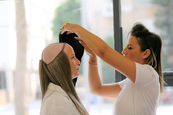 תוספות שיער ארוך בגוונים שונים המחוברות ברצועות למעלה