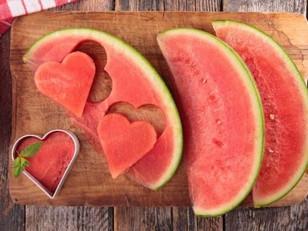 Nutricionista dá dicas de alimentos para manter os níveis adequados de hidratação