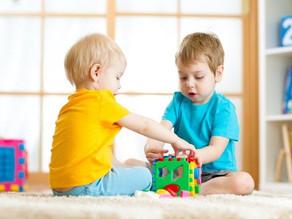 Saiba como estimular a colaboração de acordo com a idade dos bebês e crianças