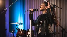 Roqueira Ciça Moreira, que mora em Piracicaba, lança terceira música autoral