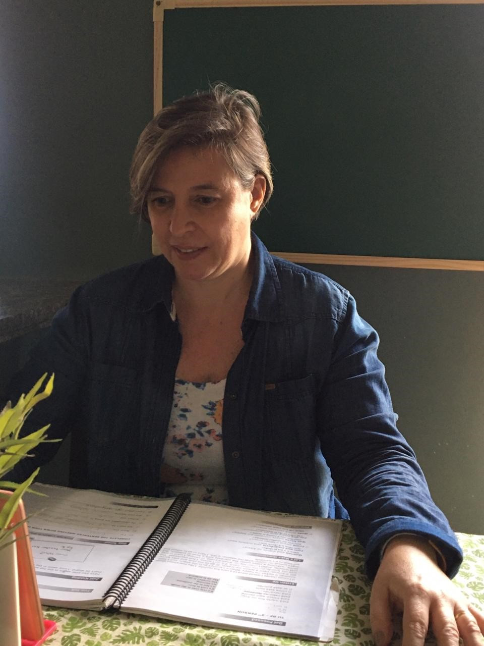 Desde o início da pandemia, Cristina ministra on-line o curso Real Time English
