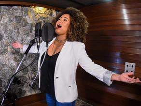 Aniversário de 254 anos: Aninha Barros é a primeira voz feminina a interpretar o Hino de Piracicaba