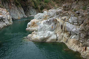 Cliff-Jumping-at-Piwek-Rock-Formations-T