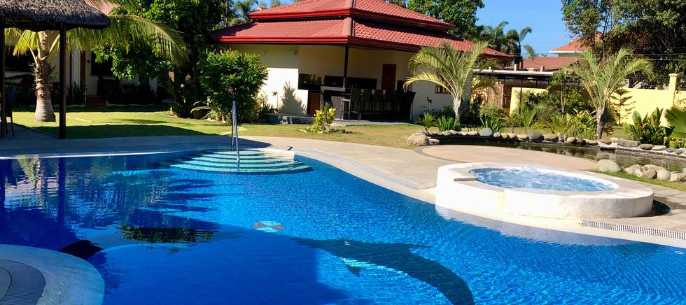 Pool and jacuzzi in Strutz Art Garden Re