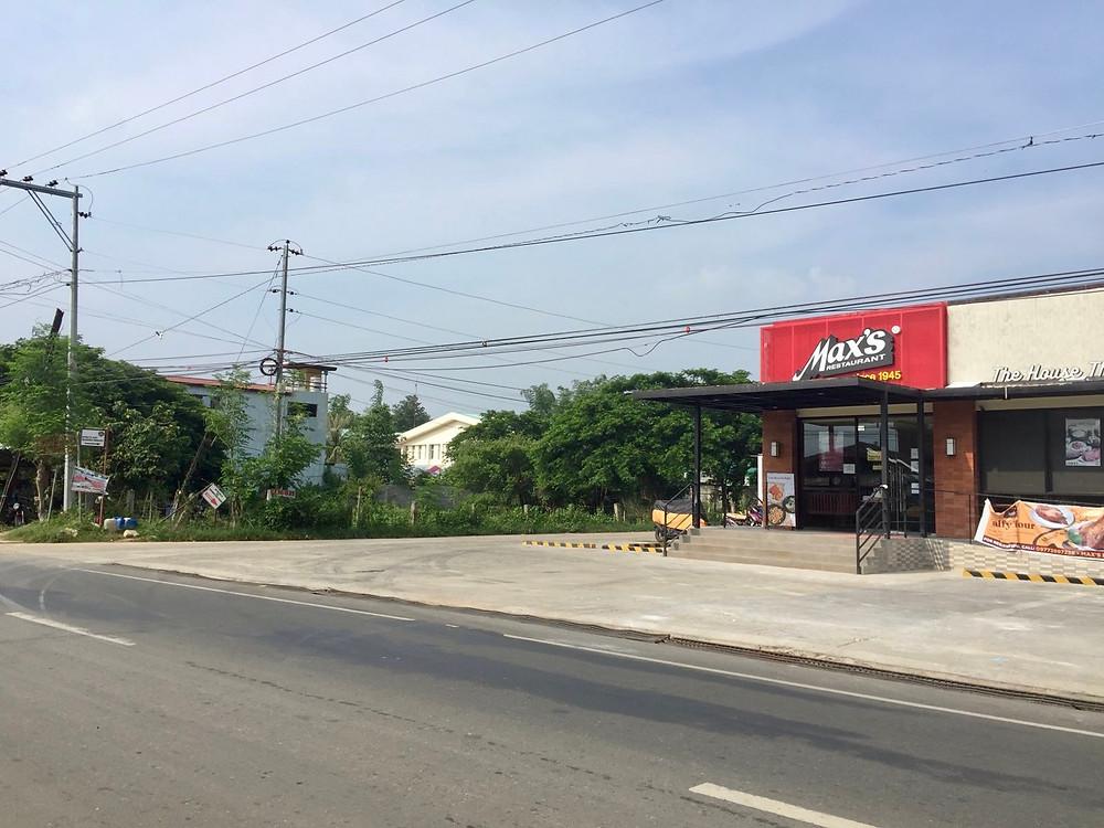 Max's Restaurant located 300m from Strutz Art Garden Resort