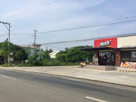 Max's Restaurant Opened in Walking Distance from Strutz Art Garden Resort
