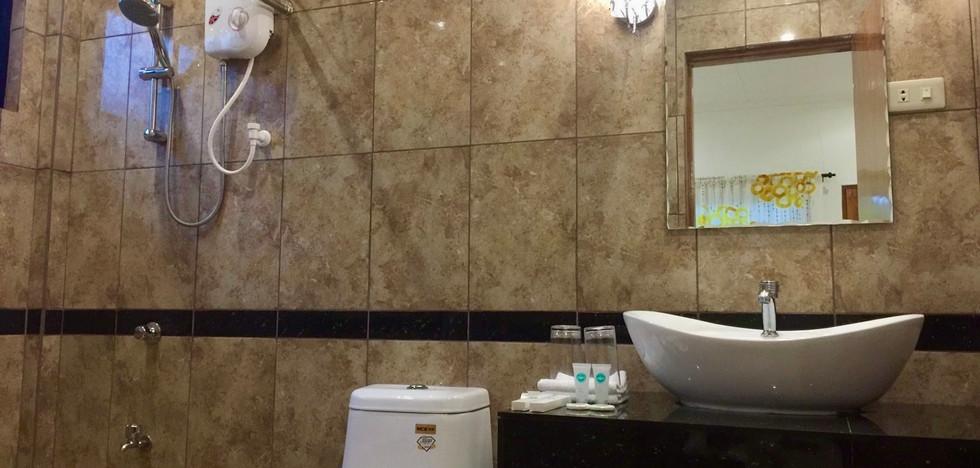 Bathroom Superior Room 1