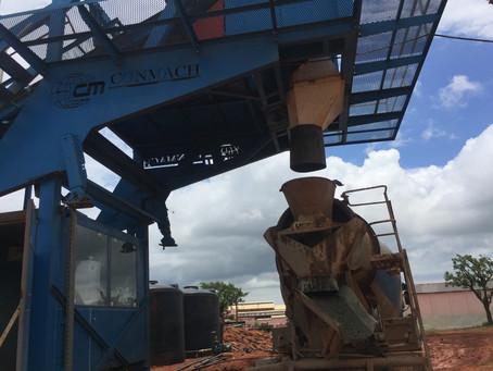 Мобильный бетонный завод MobKing-60 начал производство в городе Сикассо.