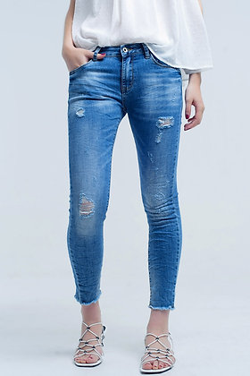 Skinny Jeans in Medium Wash With Rips
