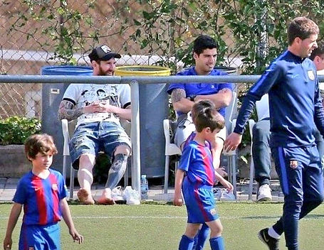 Messi-Suarez-kids-2.jpg