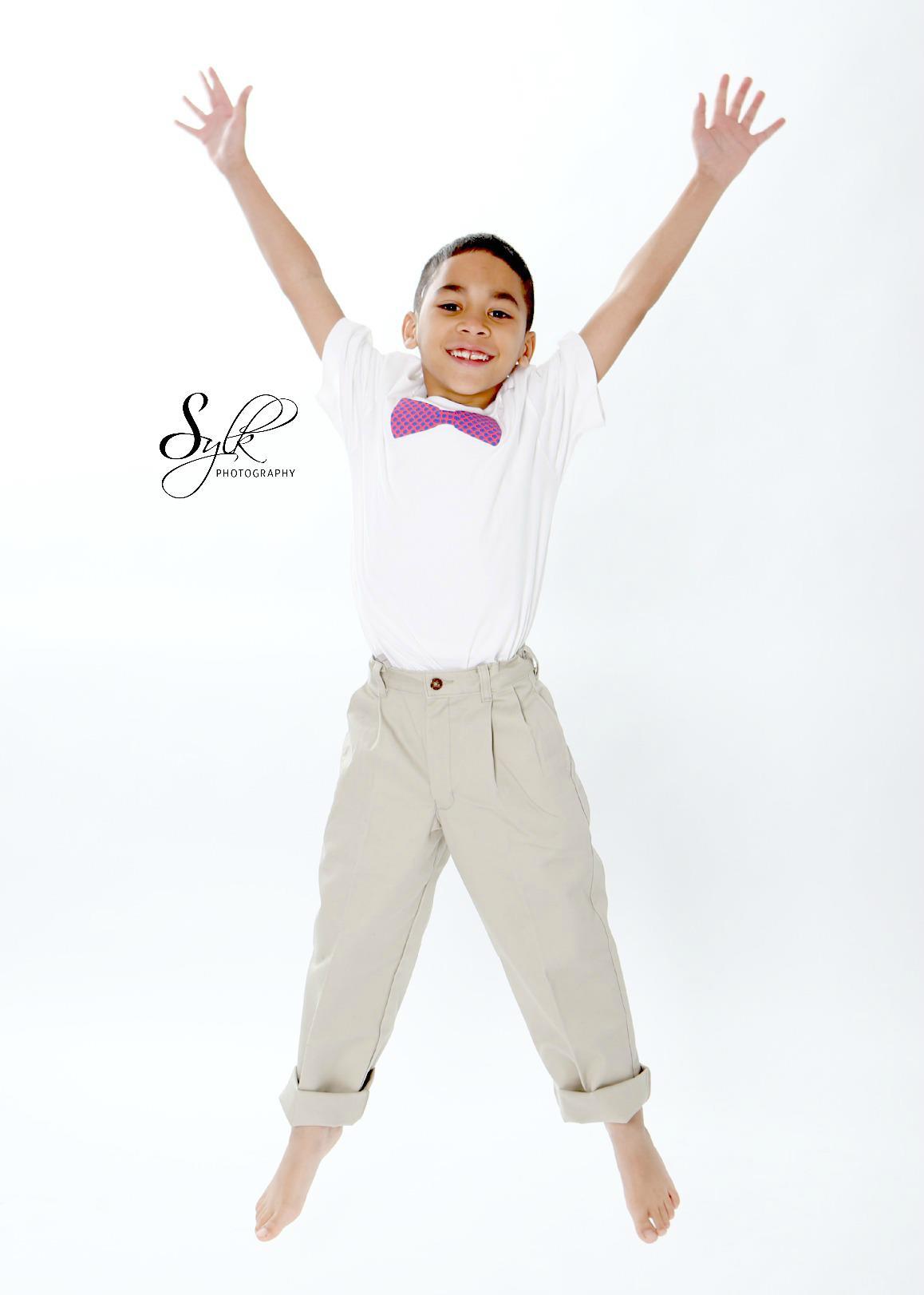 Boy's pnk & prpl bow tie Tshirt $10