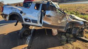 Veículo capota na Br-060 e deixa duas pessoas mortas, em Jataí
