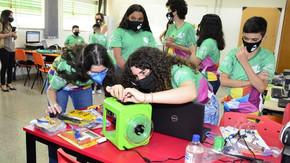 Laboratório de tecnologia abre 450 vagas para cursos de robótica gratuitos em cinco cidades de Goiás