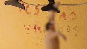 Homem é preso suspeito de pular muro da vizinha, matar cachorros dela e escrever mensagem com sangue